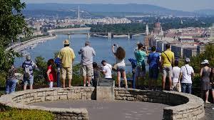 Csökkenteni akarják a turisták özönét a szlovéniai Bledben