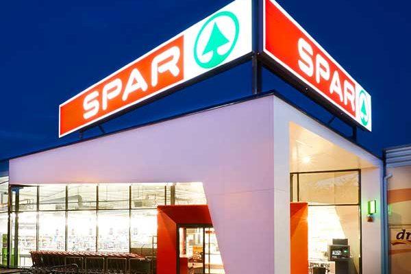 Több mint 1,8 milliárd forintból korszerűsödött négy Spar szupermarket