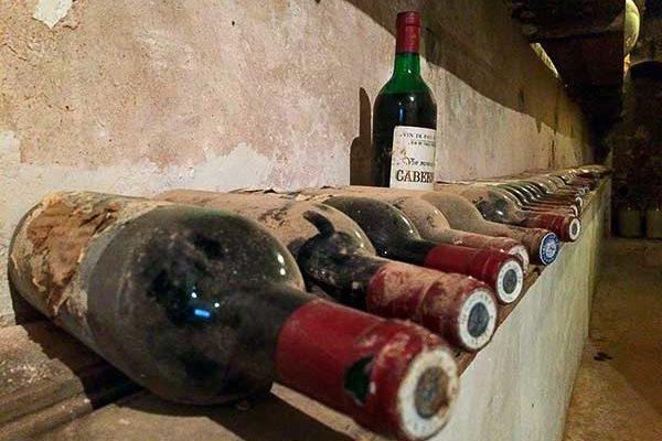 Száz évnél idősebb palackozott borokat találtak Lengyelországban