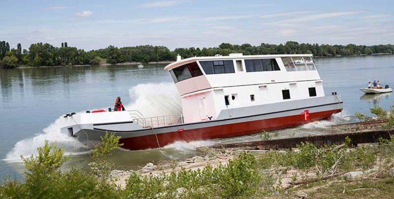 Vízre bocsátották az Erebe kitűzőhajót Nyergesújfalun
